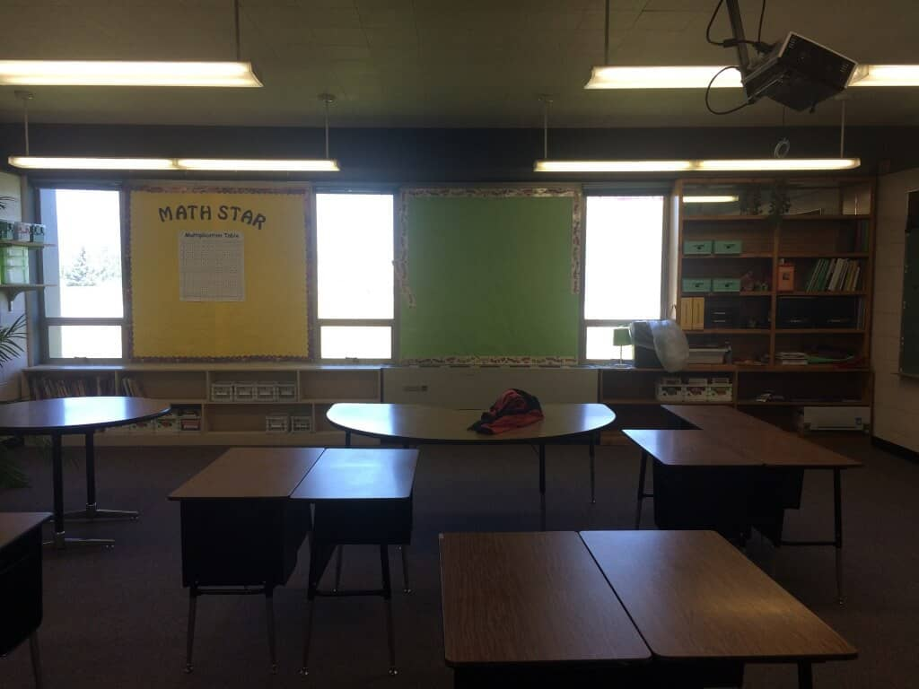 New classroom makeover for my elementary classroom. New bulletins, paint and organization!