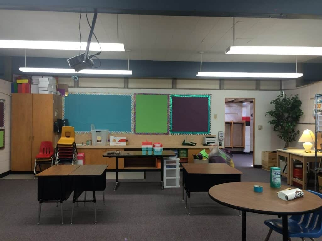 Split bulletin board. Classroom decor. Rhoda Design Studio