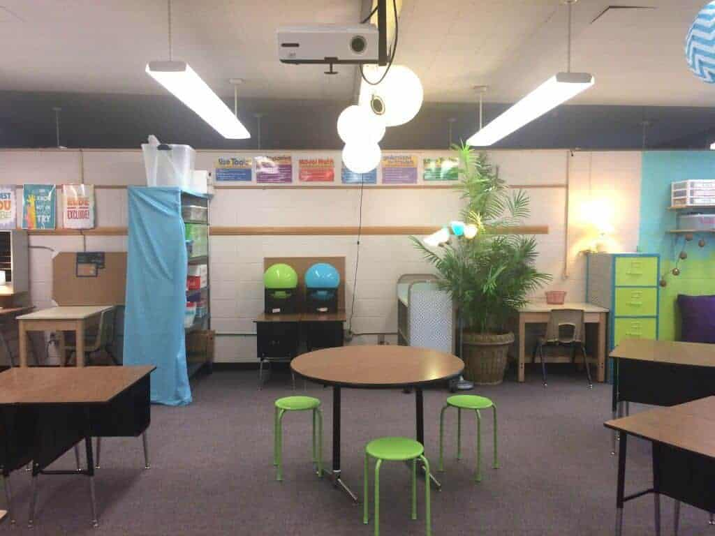 Classroom Makeover Reveal 2016-17 Rhoda Design Studio. Alternate seating, flexible seating classroom, lighting, and Daily 5 reading/math. 3rd and 4th grade classroom.